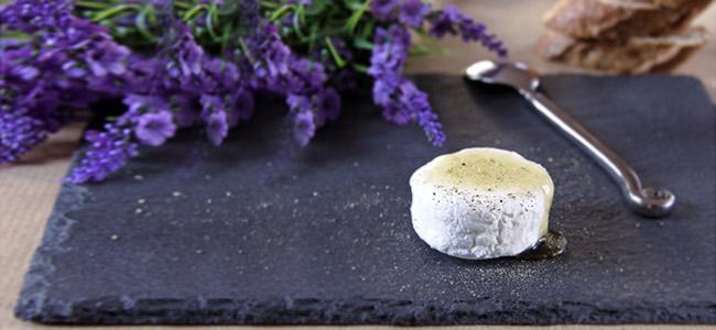 Ziegenfrischkäse mit Lavendel
